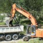 décaissement de massifs par l'entreprise Polder au barrage des Chambons