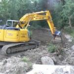 Décaissement de massifs de renouée sur le Petit Buëch par l'entreprise PISTONO