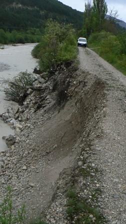 photo de l'érosion de la digue des levas pour illustrer le PAPI du Buëch