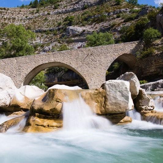 photo du pont roman enjambant la Méouge