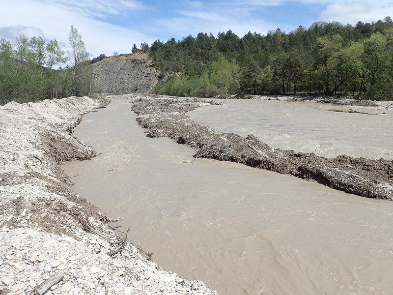 photo du chenal de redynamisation en fin de crue à Barret sur Méouge