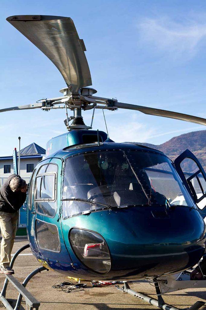 photo en gros plan de l'hélicoptère bleu utilisé pour le relevé LIDAR